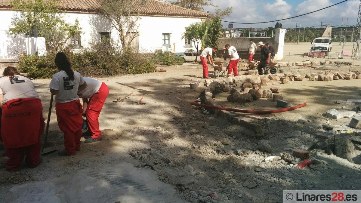 La Escuela Taller mejora el entorno del Paseo de Linarejos