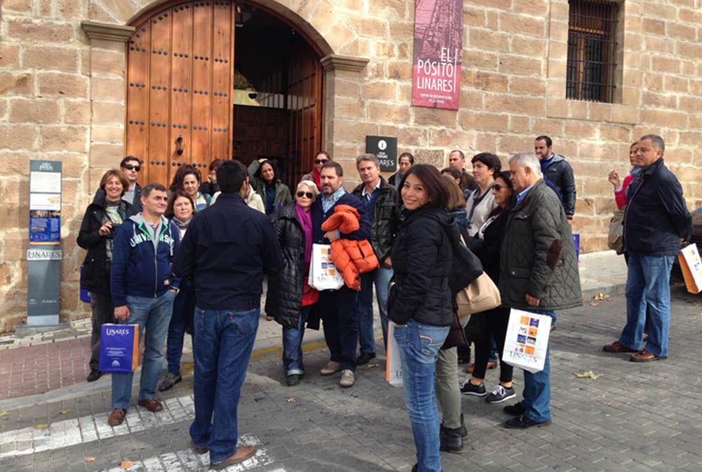 """Un """"fam-trip"""" de personal especializado en organización de congresos y eventos visita Linares"""