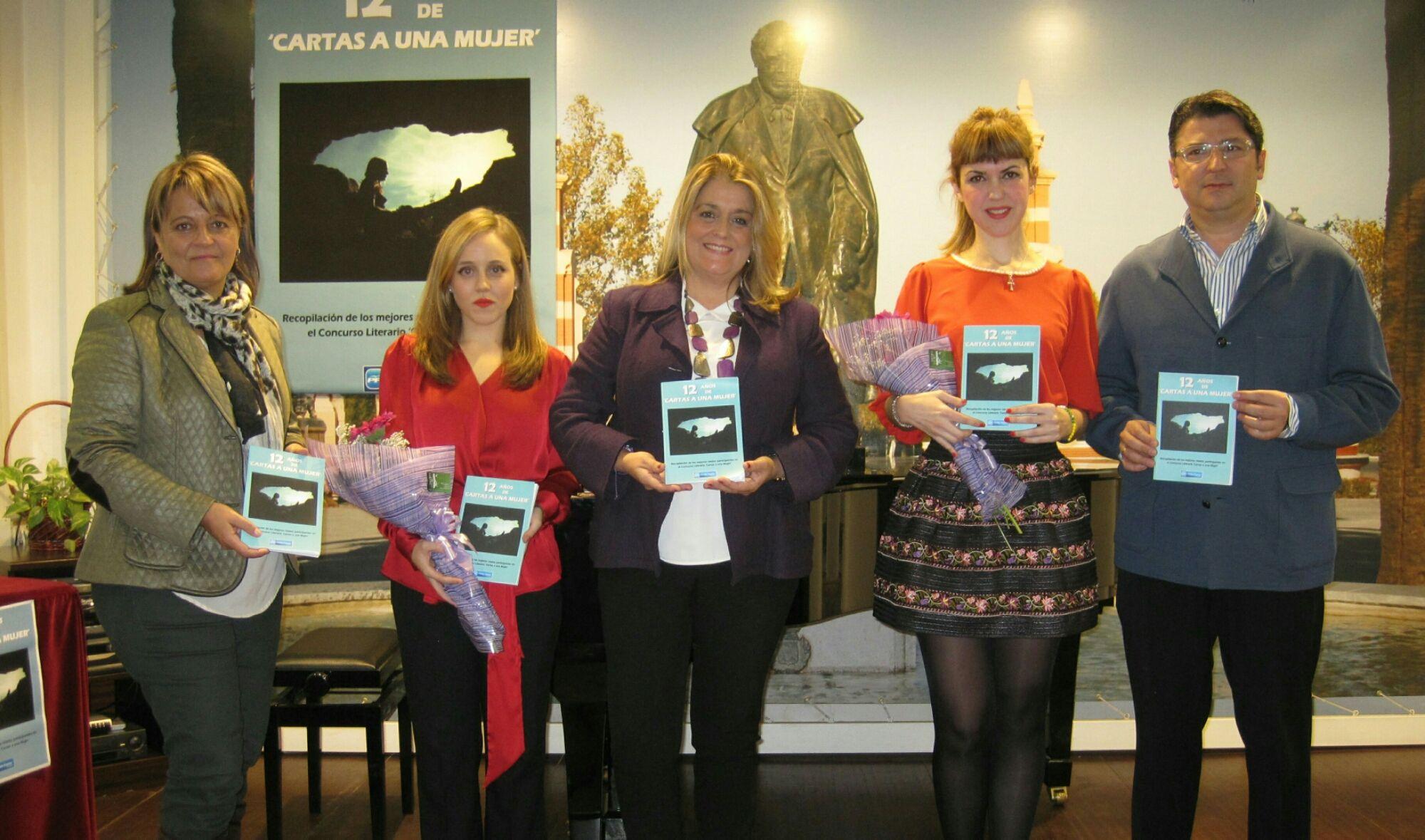 El Partido Popular de Linares presenta un libro recopilatorio de relatos del concurso contra la Violencia de Género 'Cartas a una Mujer'