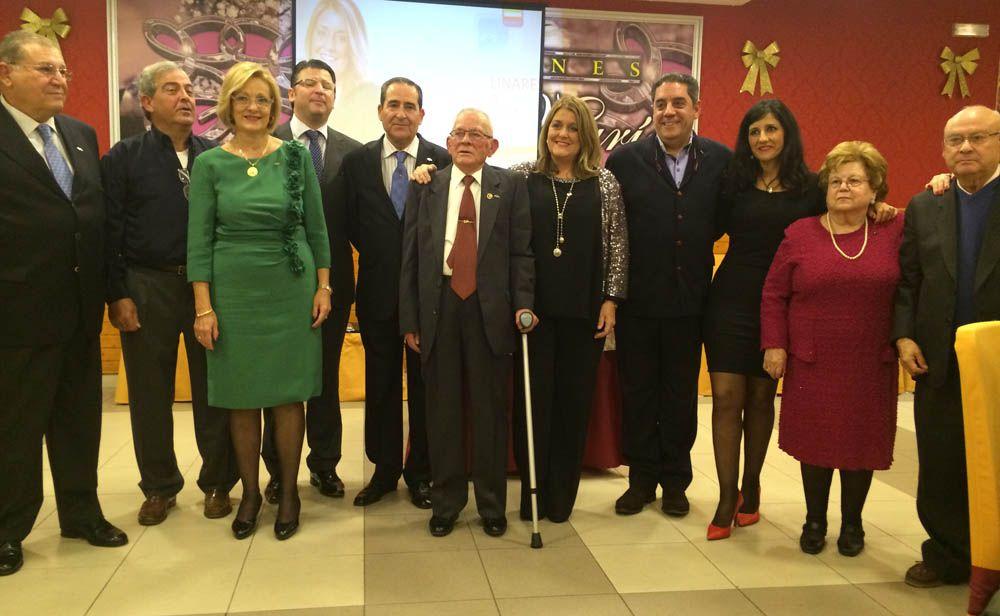 El Partido Popular de Linares reconoce a sus afiliados más veteranos y activos con la insignia del partido