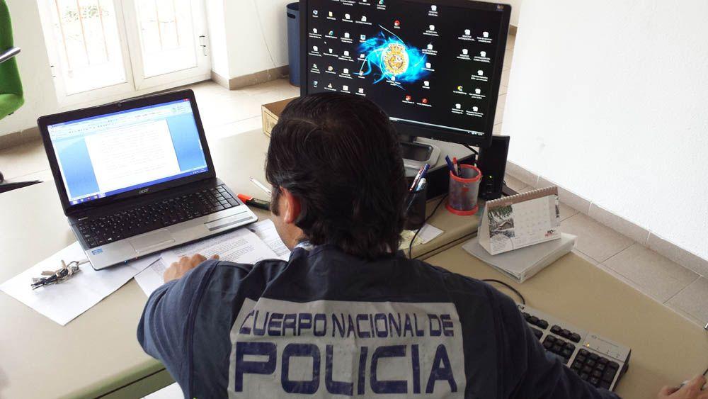 La Policía Nacional detiene en Linares a un hombre  por corrupción de menores y posesión y distribución de pornografía infantil