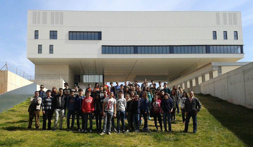 Alumnado de ESO y Bachillerato participa en los talleres 'Conoce las Ingenierías' y visita el Campus Científico-Tecnológico de Linares