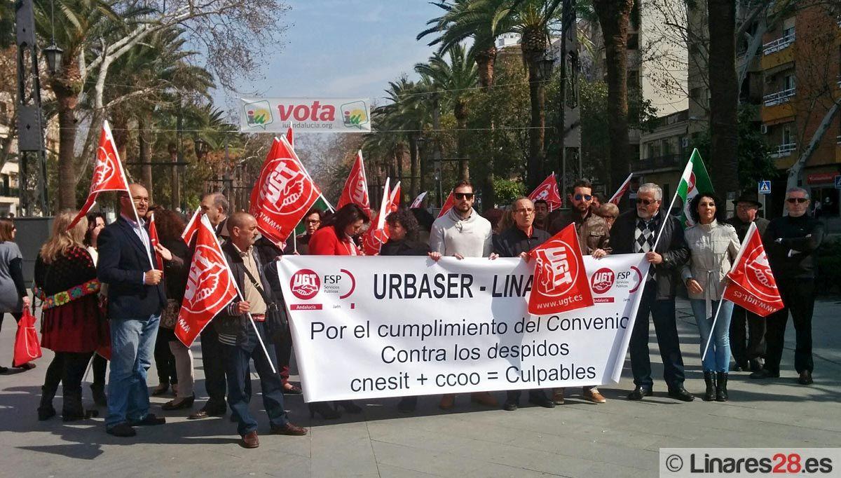 Trabajadores de Urbaser se manifiestan por las calles de Linares
