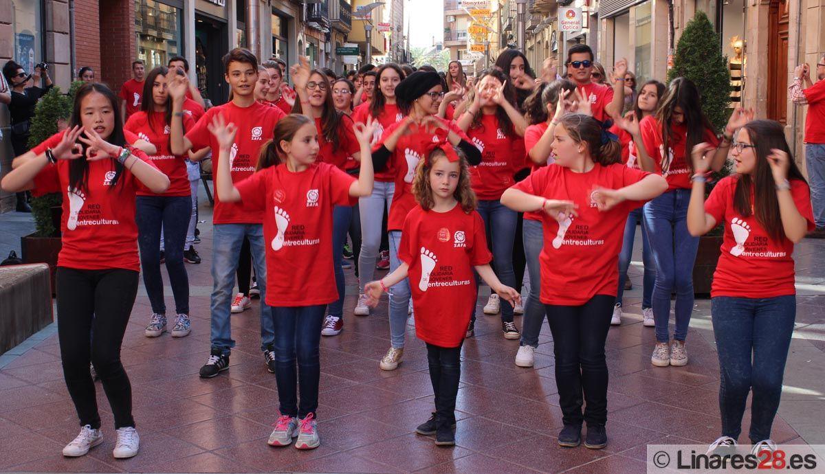 Flashmob solidario de alumnos de la SAFA