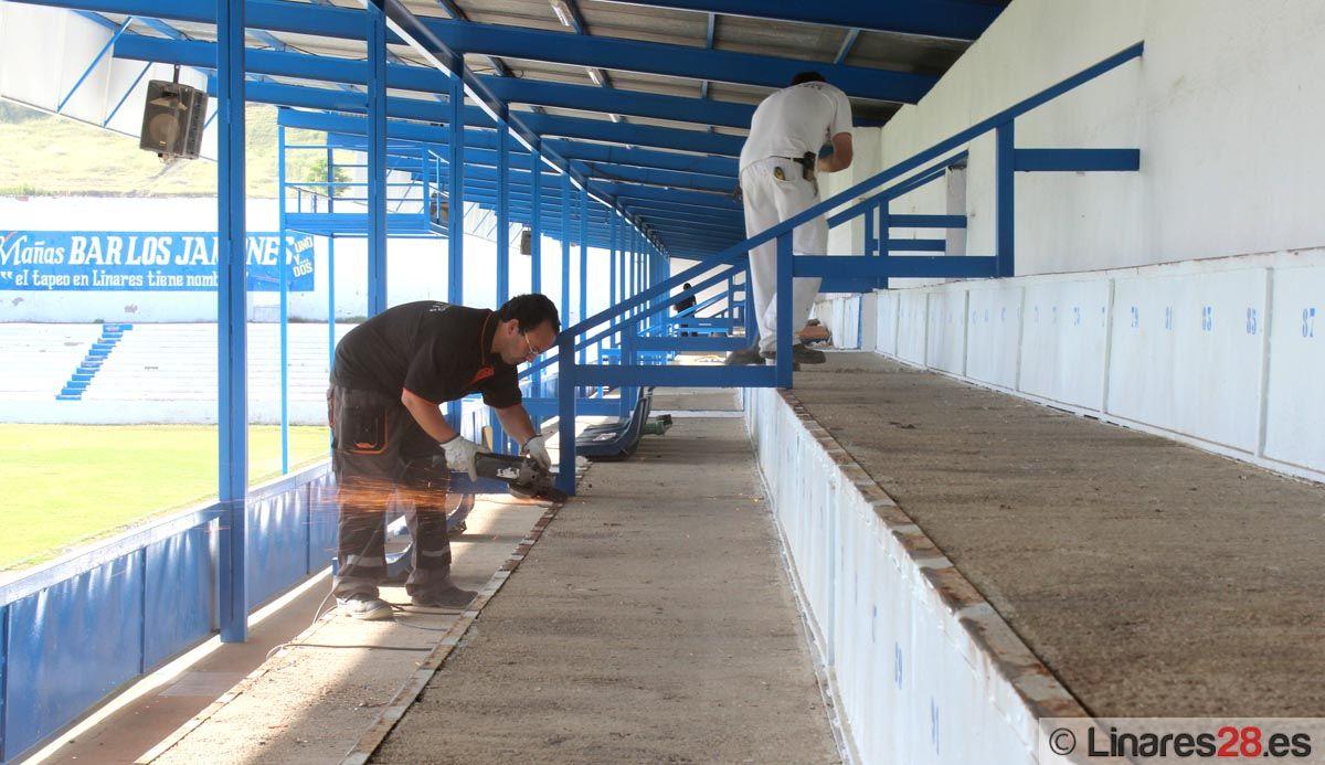 Comienzan los trabajos en la tribuna de Linarejos