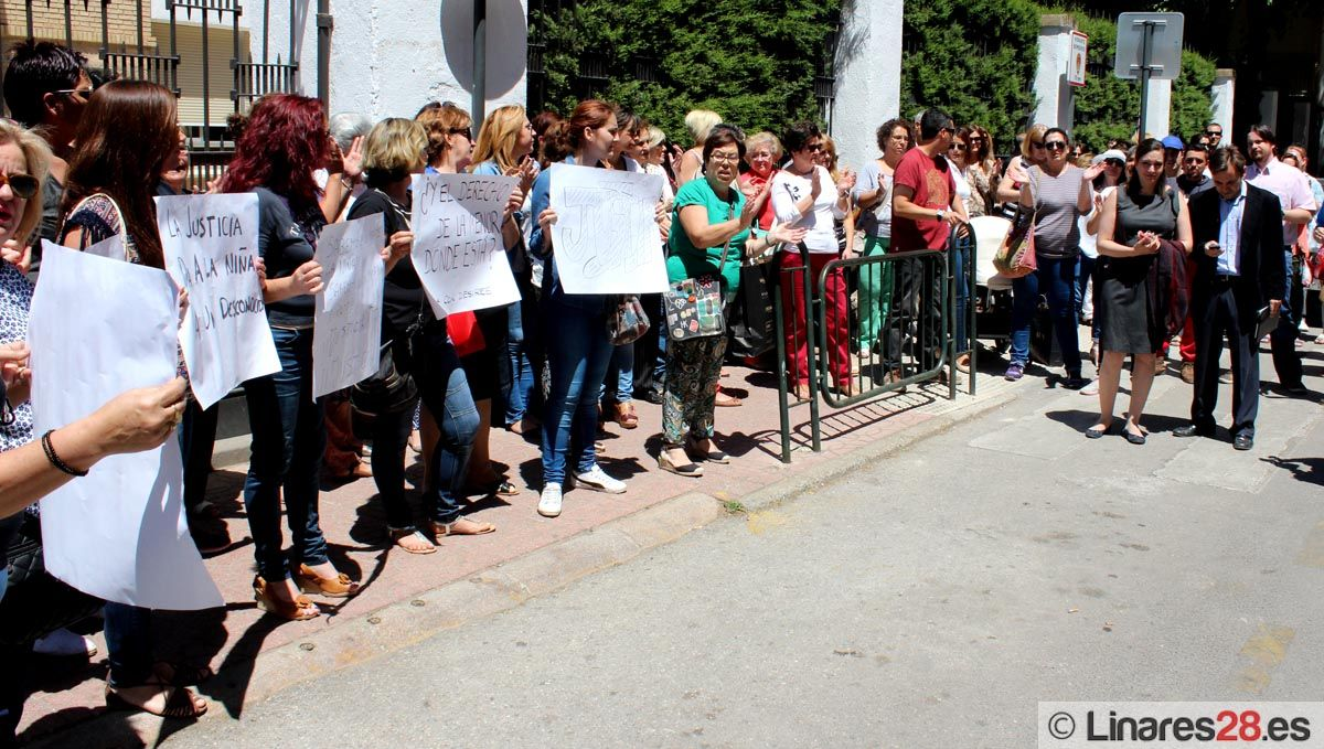Linares sigue volcada en el apoyo a Desirèe Vicente y su hija