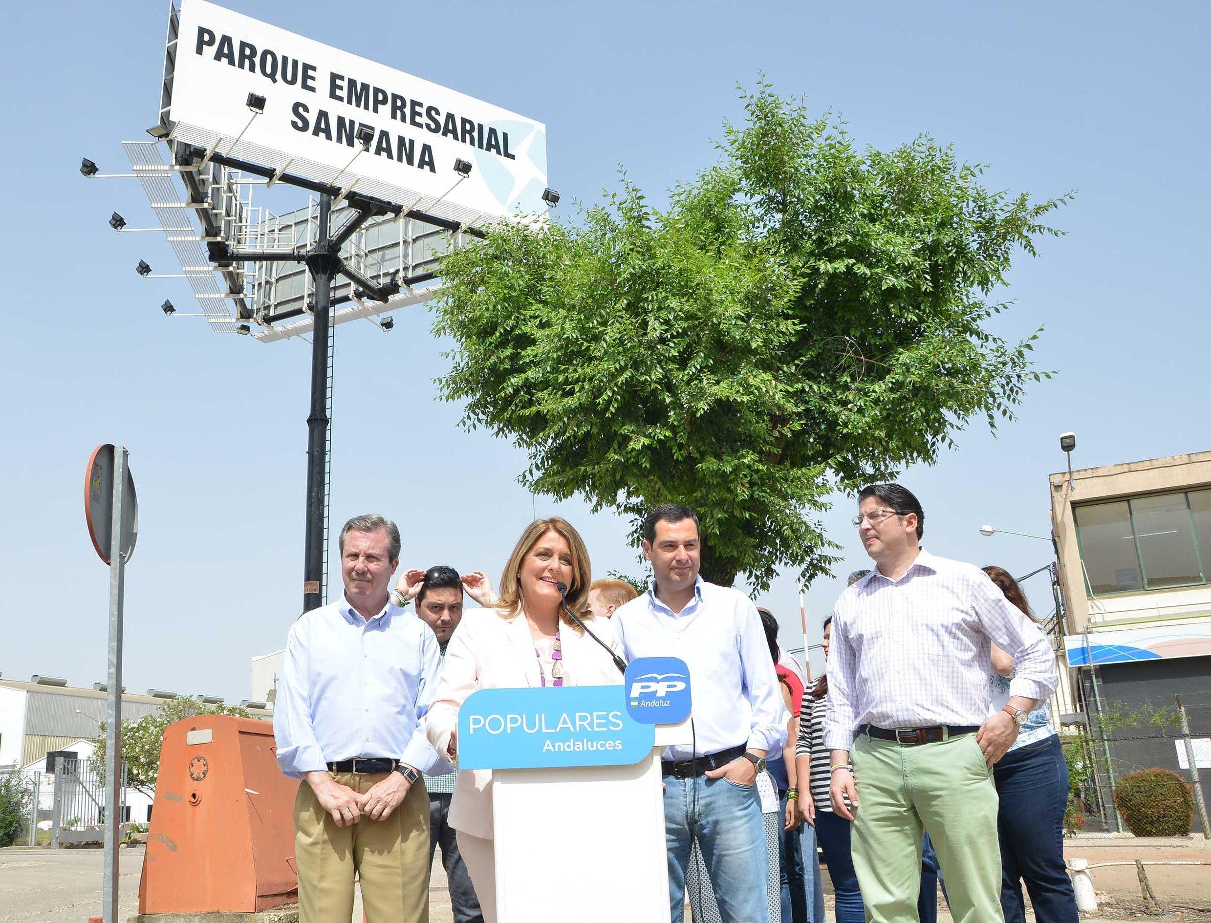Juanma Moreno reivindica la importancia de la industria en la ciudad