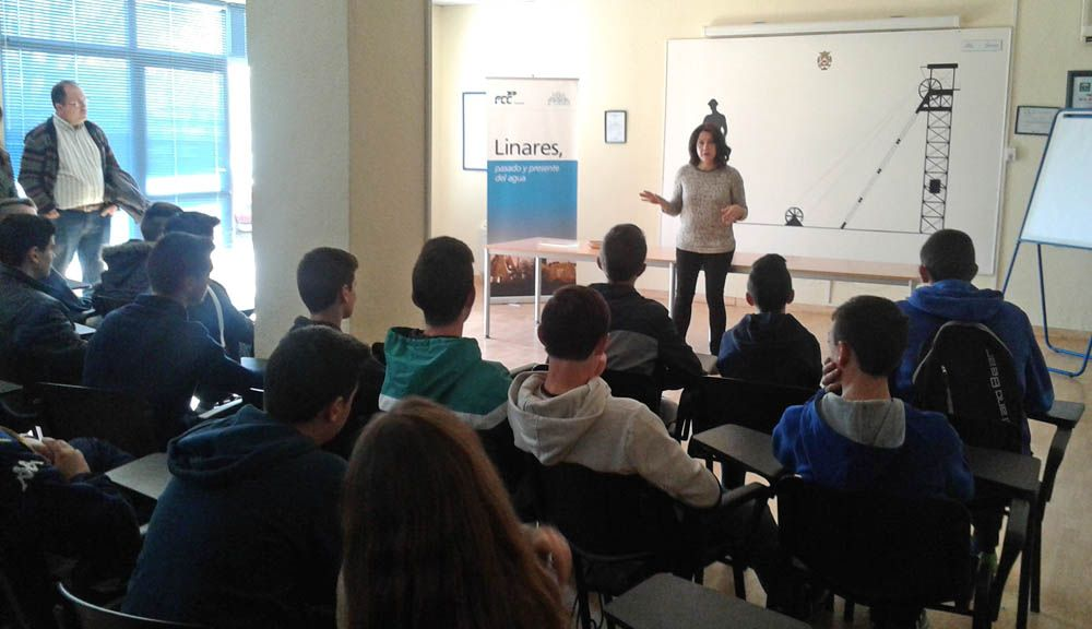 Estudiantes de la Universidad de Jaén, visitaron la ETAP y la EDAR de Linares, dónde han conocido el proceso de potabilización y depuración del agua