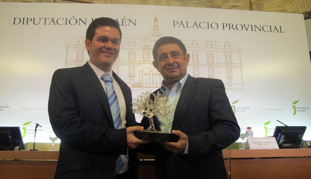Rafael Mantas recibe el Premio Cronista Cazabán por su investigación sobre el pintor barroco Sebastián Martínez