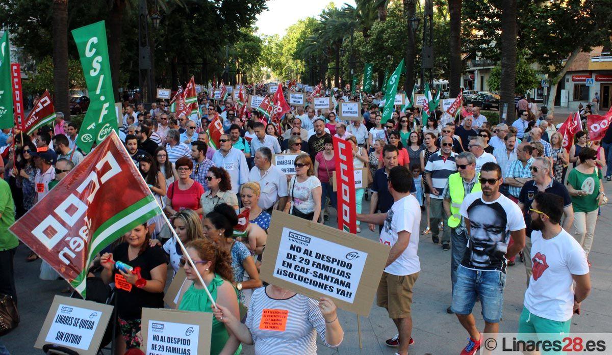 Unas 1500 personas claman contra los despidos de CAF Santana
