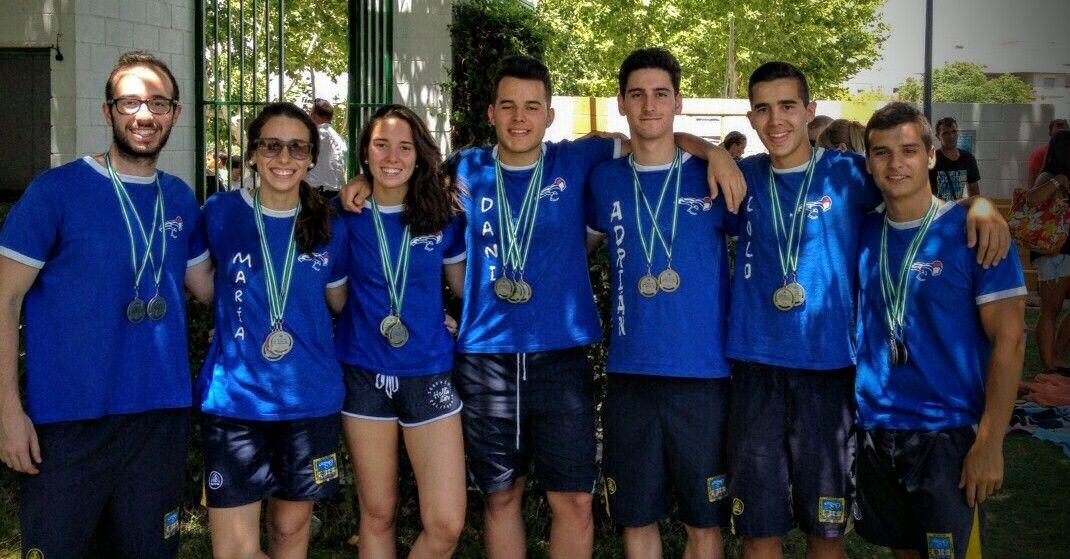 18 medallas del Club Natación Linares en La Carolina