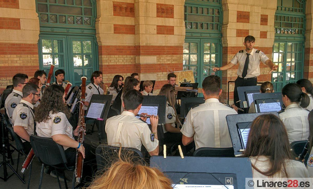 La Agrupación Musical homenajea a Don Alberto en su primer concierto de feria