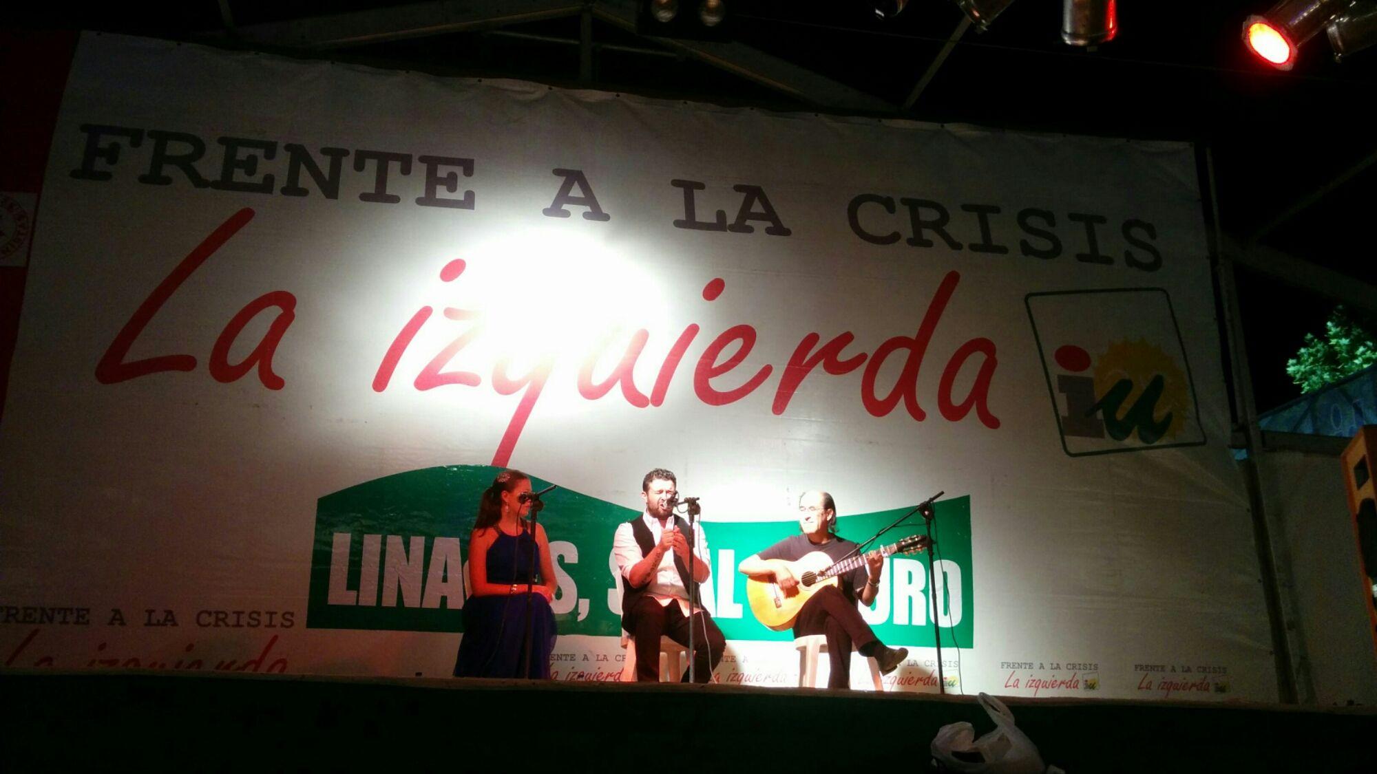 En estos momentos noche flamenca en la Caseta de Izquierda Unida
