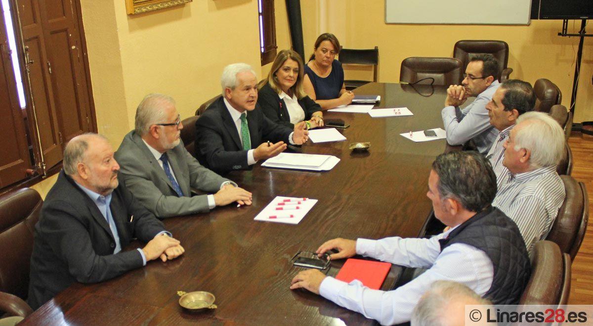 José Antonio Miranda se reúne con los empresarios de Linares para escuchar sus sugerencias y propuestas para elaborar enmiendas a los PGJA de 2016