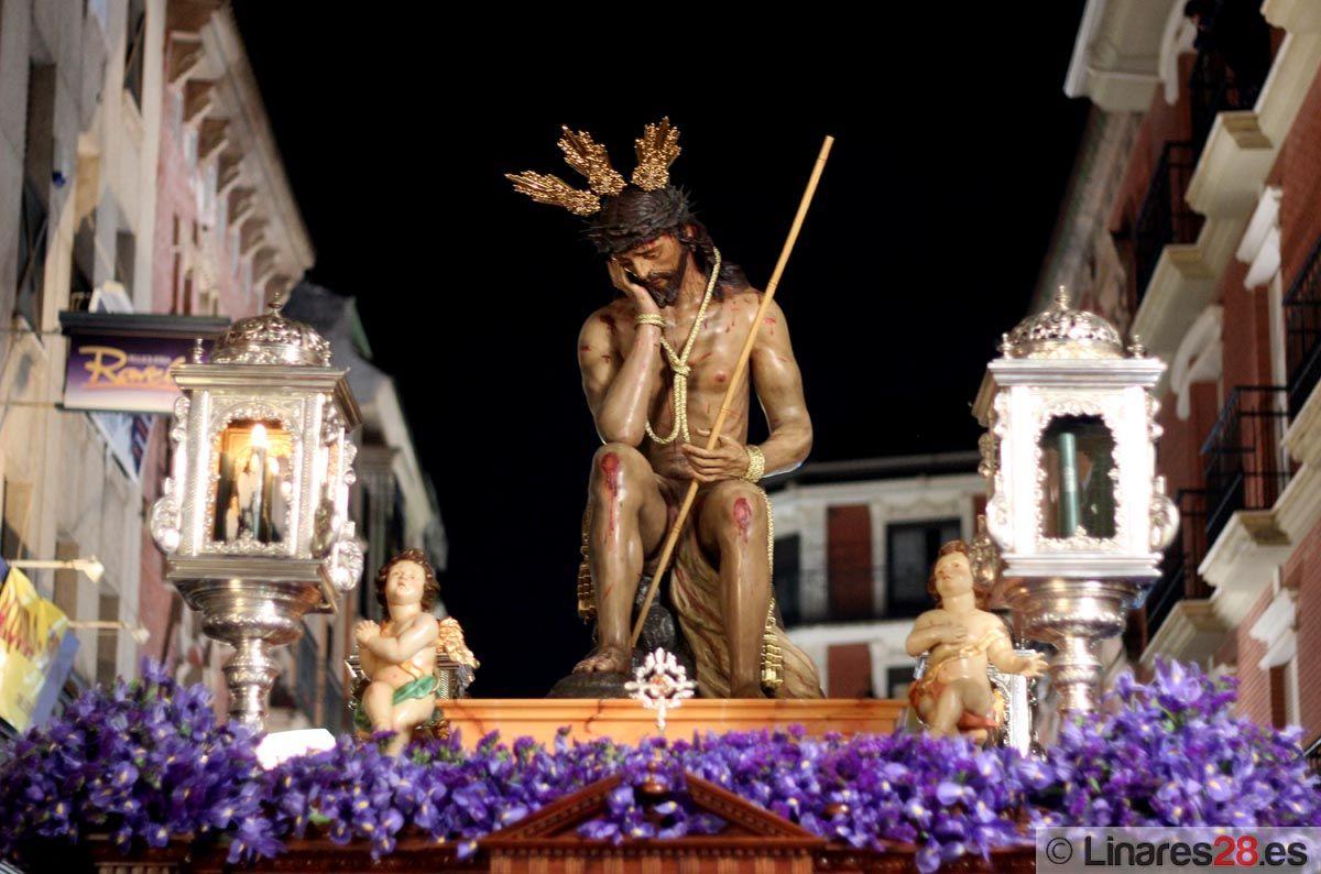 La Hulmildad llena de elegancia y silencio las calles de Linares
