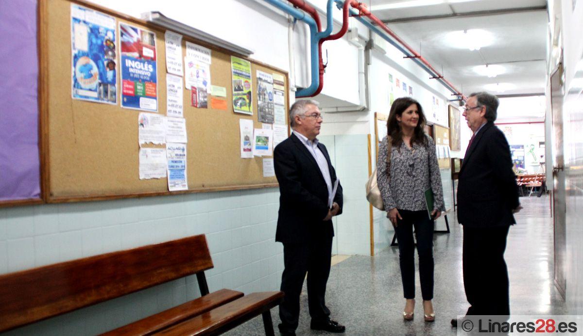 """La delegada de Educación se reúne con la comunidad educativa del IES """"Huarte de San Juan"""""""