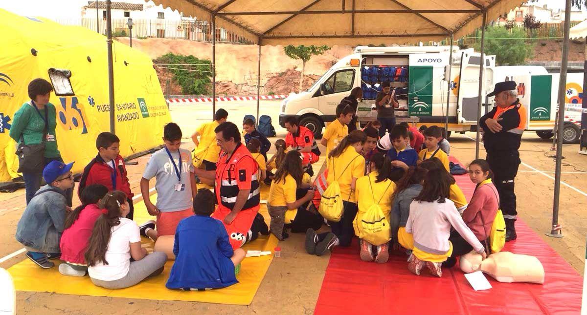 El 061 enseña en Linares cómo prevenir accidentes de tráfico a más de 800 escolares de toda España