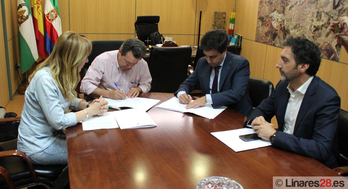 El Ayuntamiento firma un convenio con la empresa Clece