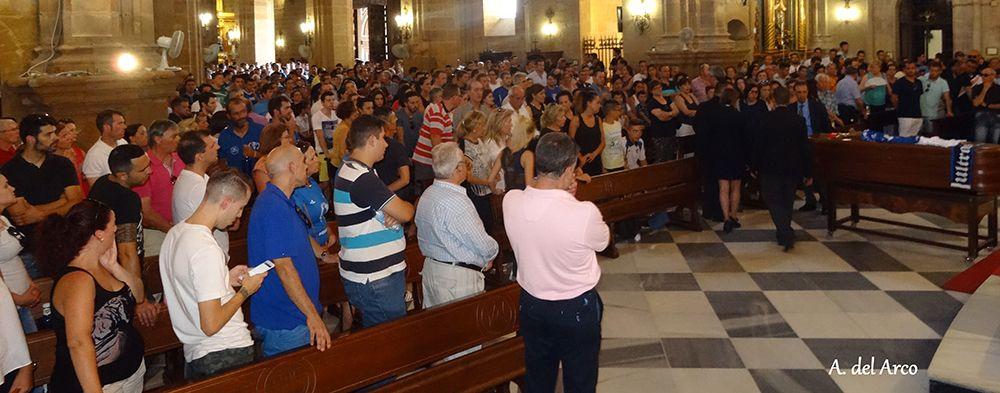 La Basílica de Santa María totalmente llena lo despide