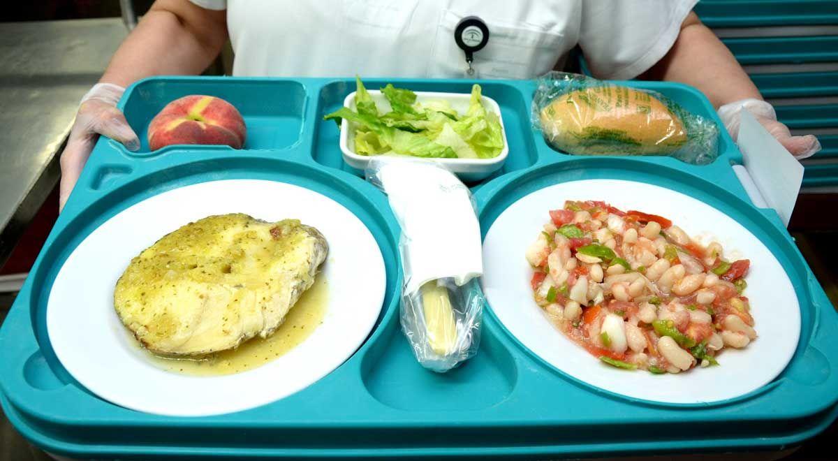 El Hospital de Linares ofrece menús veraniegos a sus pacientes ingresados y profesionales durante los meses estivales