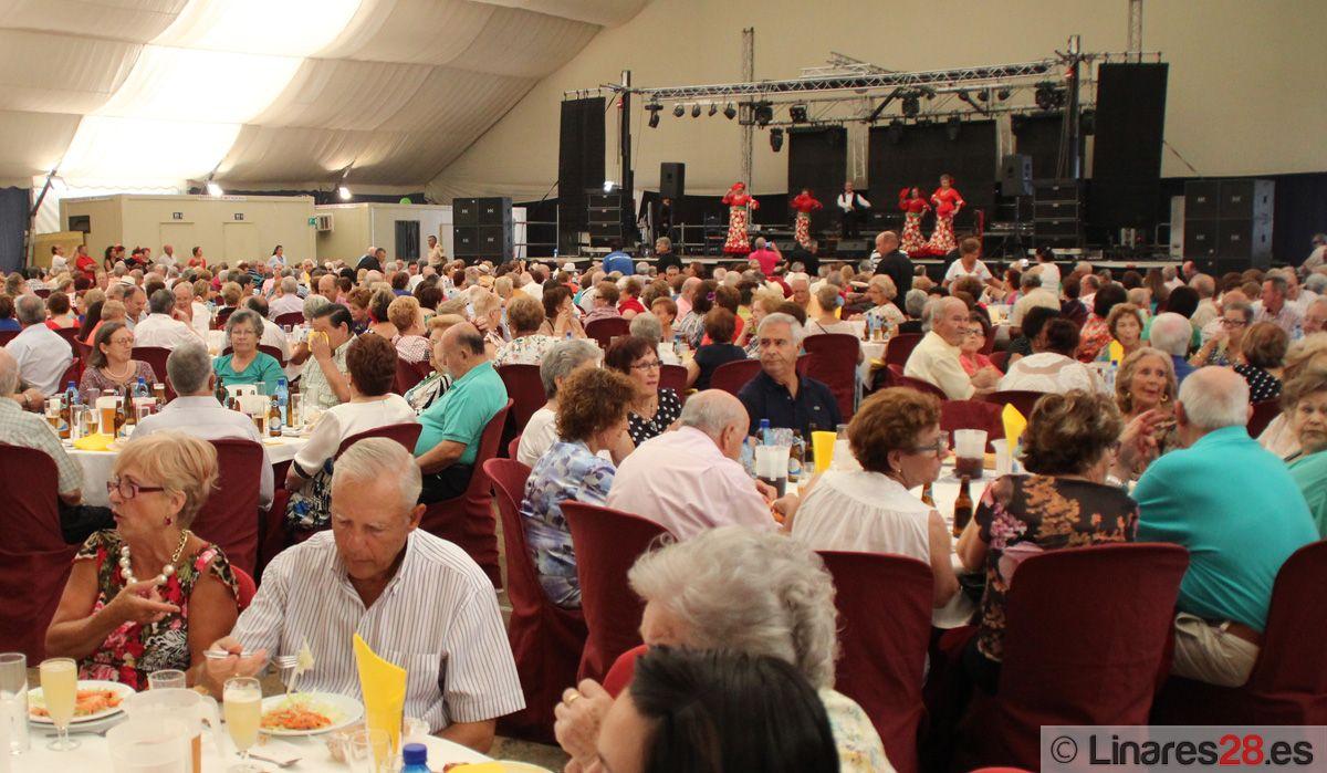 Momento de la comida Homenaje a nuestros Mayores