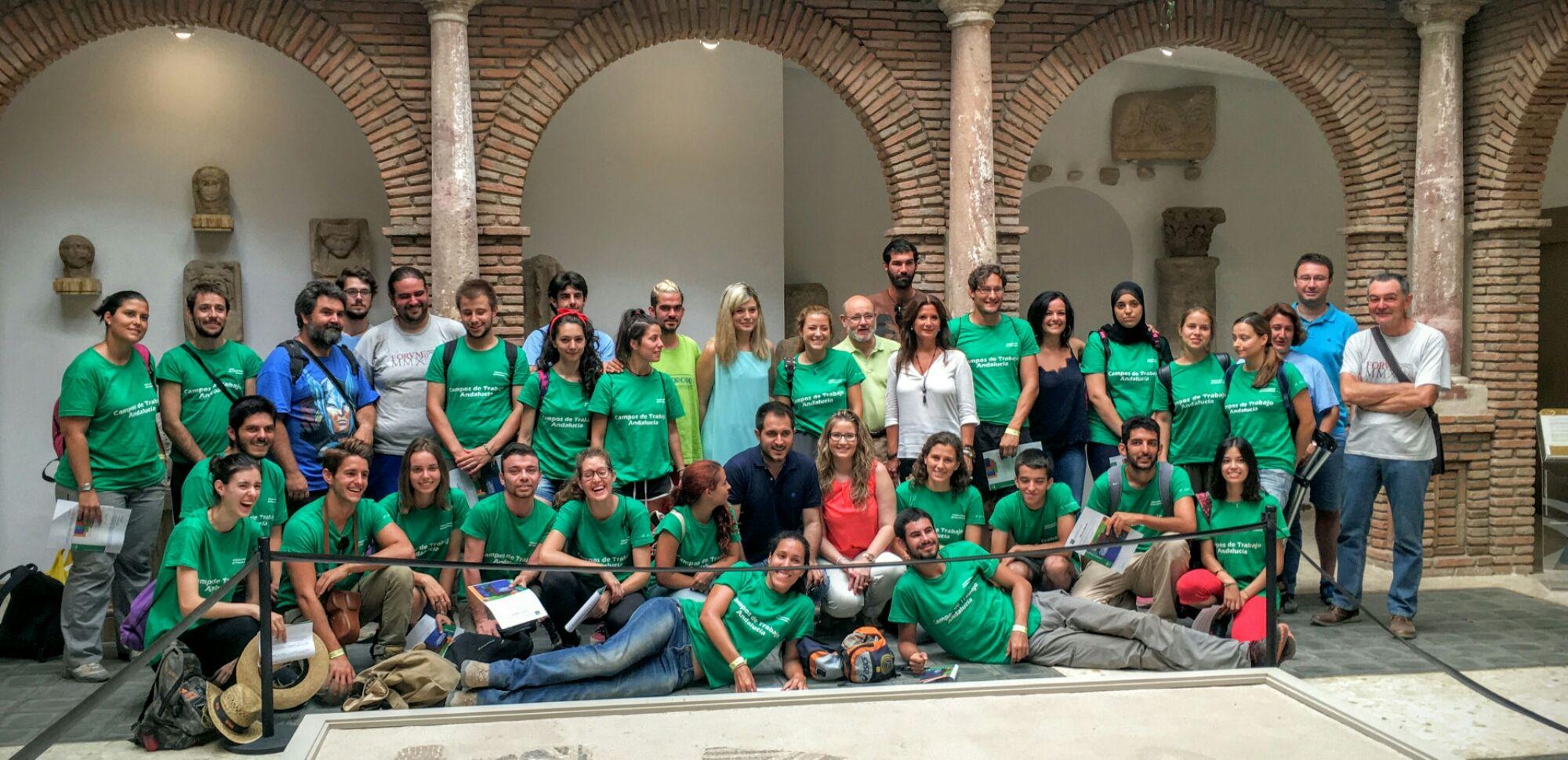 El director del IAJ clausura el Campo de Trabajo del Yacimiento Arqueológico de Cástulo en el que han participado 25 jóvenes