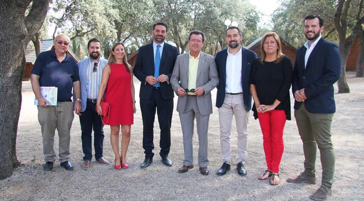 El consejero de Turismo y Deporte presenta en Linares tres nuevas líneas de ayudas que ha abierto su departamento en la materia