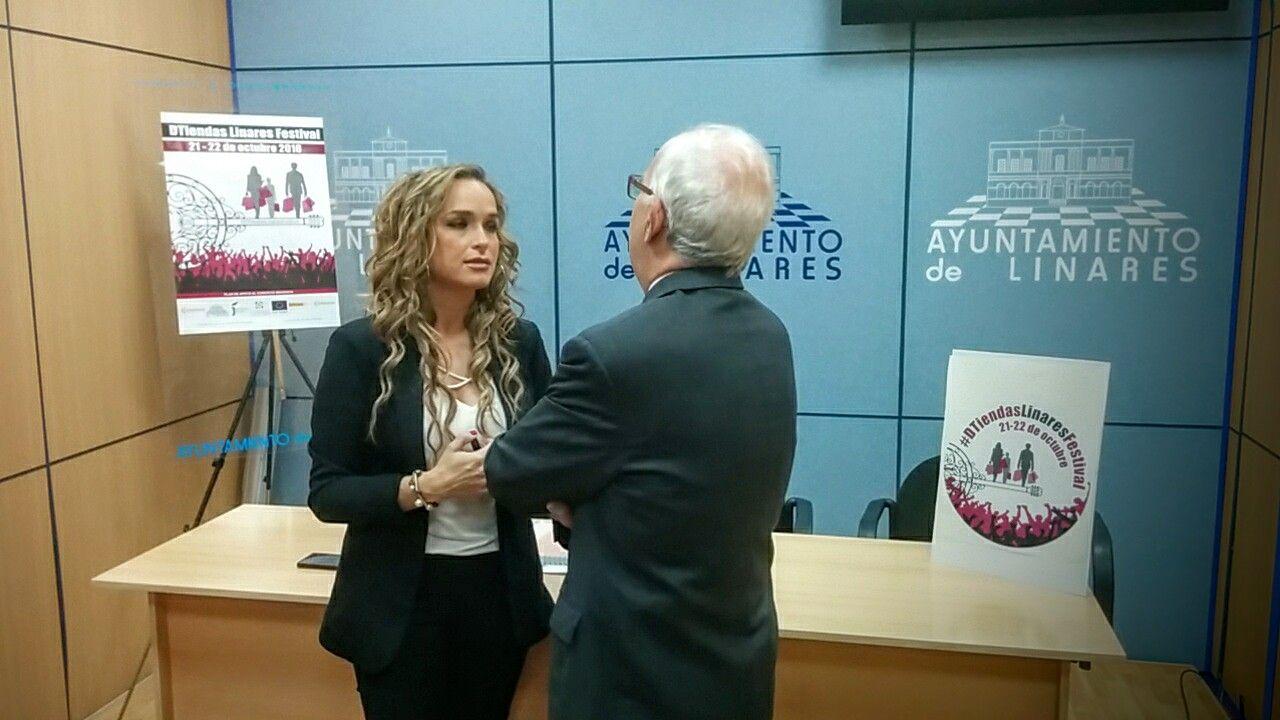 En estos momentos presentación #DTiendasLinaresFestival