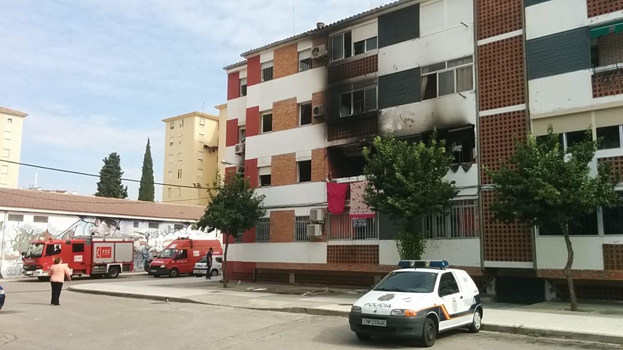 Incendio en una vivienda de la barriada de La Paz