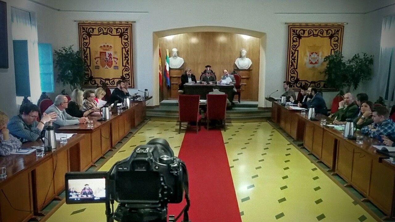 En estos momentos comienza el Pleno Ordinario del Ayuntamiento de Linares