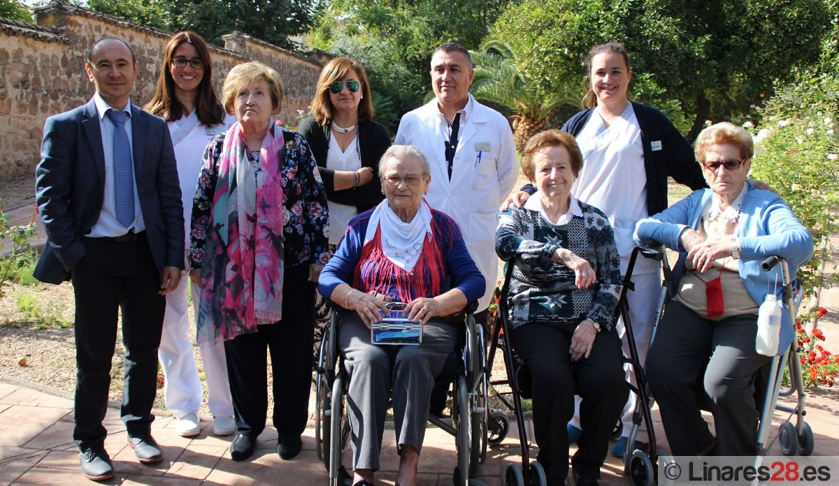 Los residentes de Sanitas colaboran con la Asociación de Alzheimer