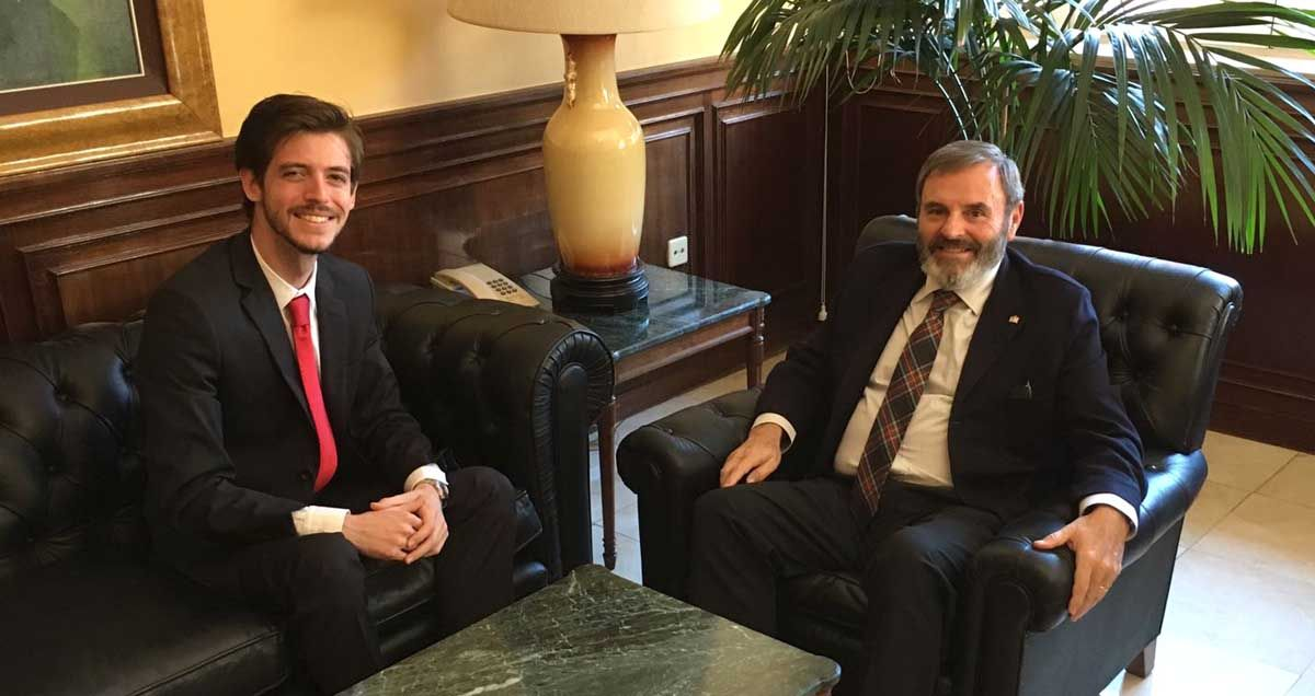 Javier Bris se reúne con el subdelegado del Gobierno