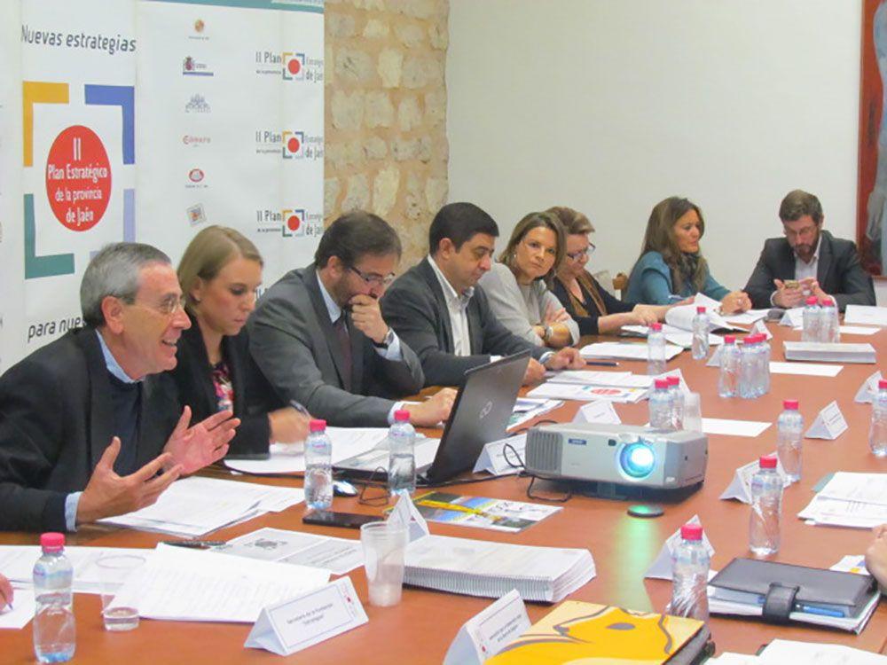 La Fundación Estrategias analiza el trabajo de las comisiones de seguimiento y la carta de compromisos de los patronos