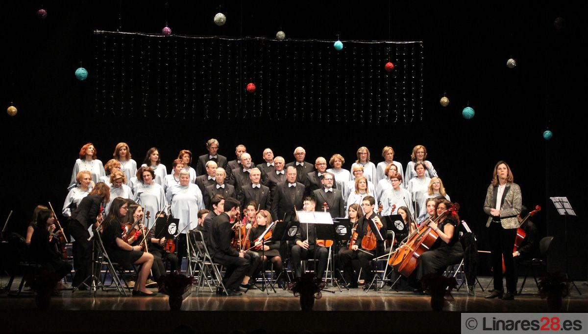 """La Coral Andrés Segovia llena el Teatro Cervantes en su """"Concierto de Navidad"""""""