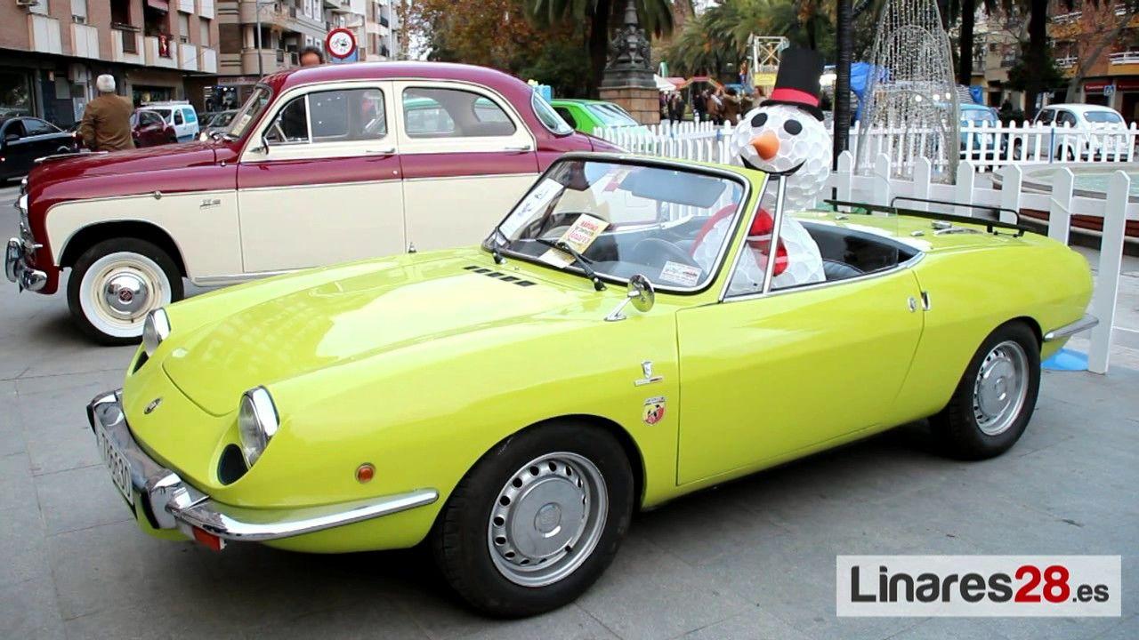 Exposición de vehículos clásicos por Navidad