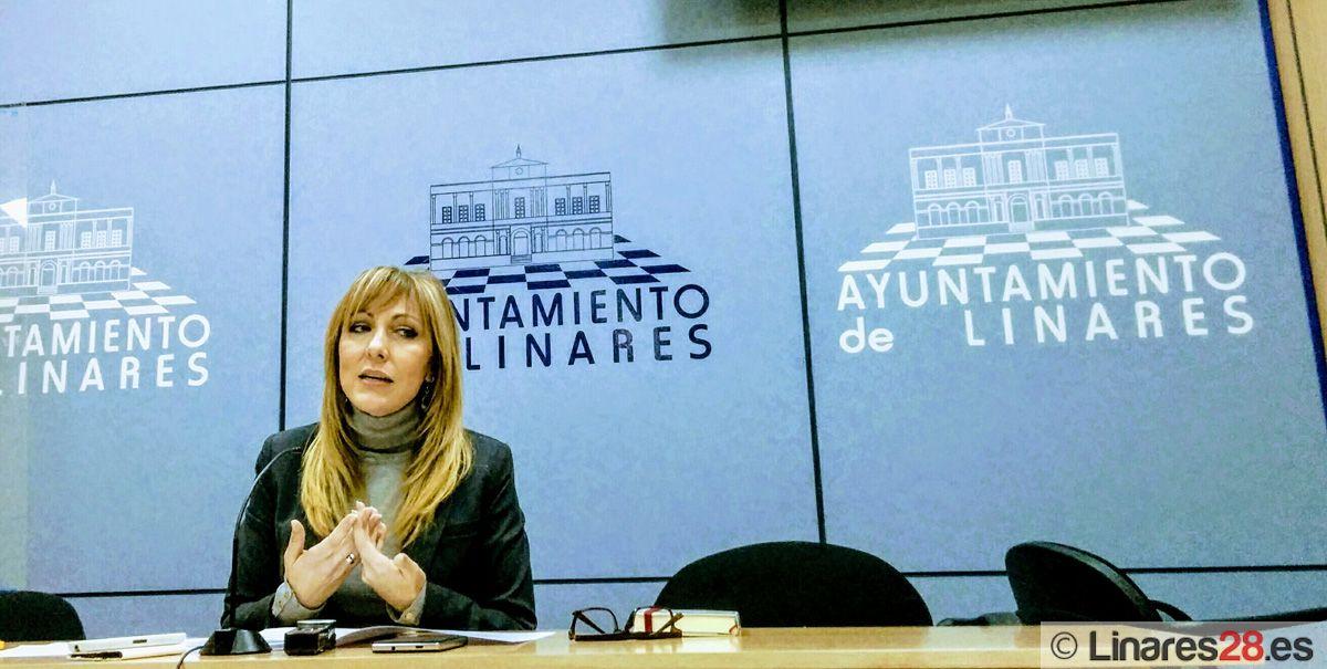 """Carmen Domínguez critica los """"obstáculos sindicales"""" en la salida de cinco plazas de bomberos para Linares"""