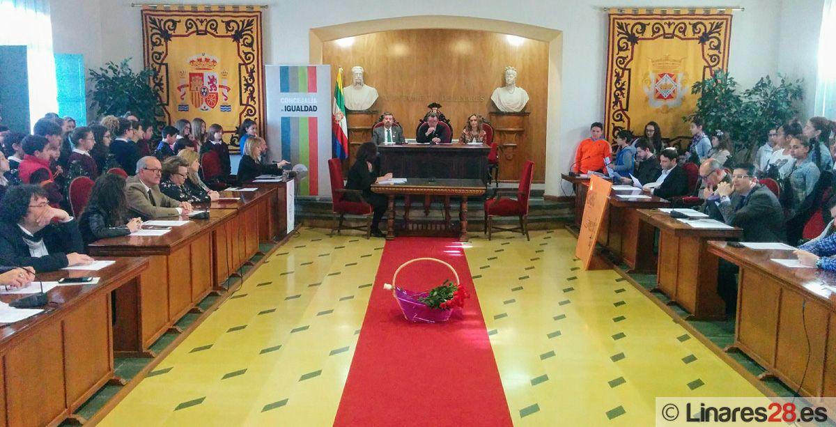 Doble sesión plenaria en el Día de la Mujer en Linares