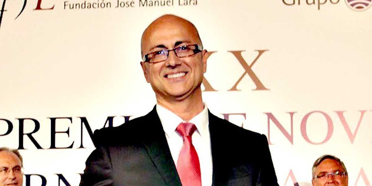 El escritor linarense Antonio Garrido visita el IES Cástulo