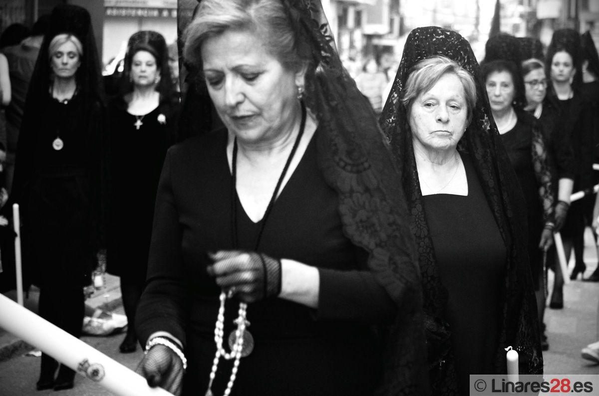 Broche cofrade a la noche del Viernes Santo con la procesión oficial