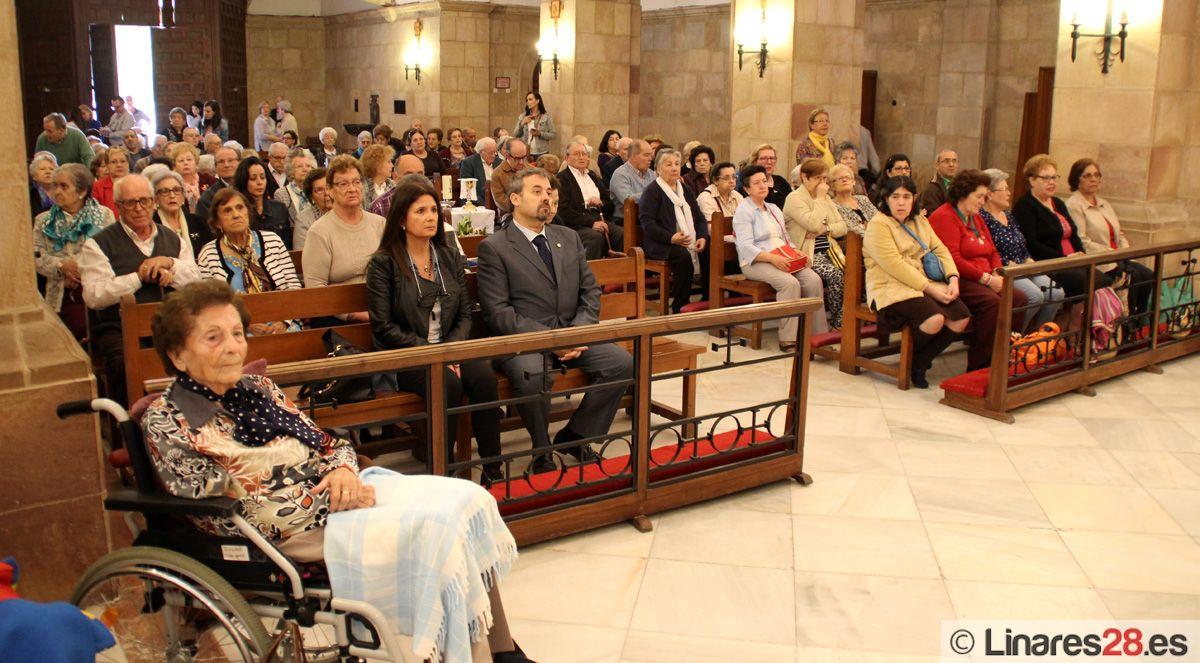 Los mayores de Linares se encuentran con la Virgen de Linarejos