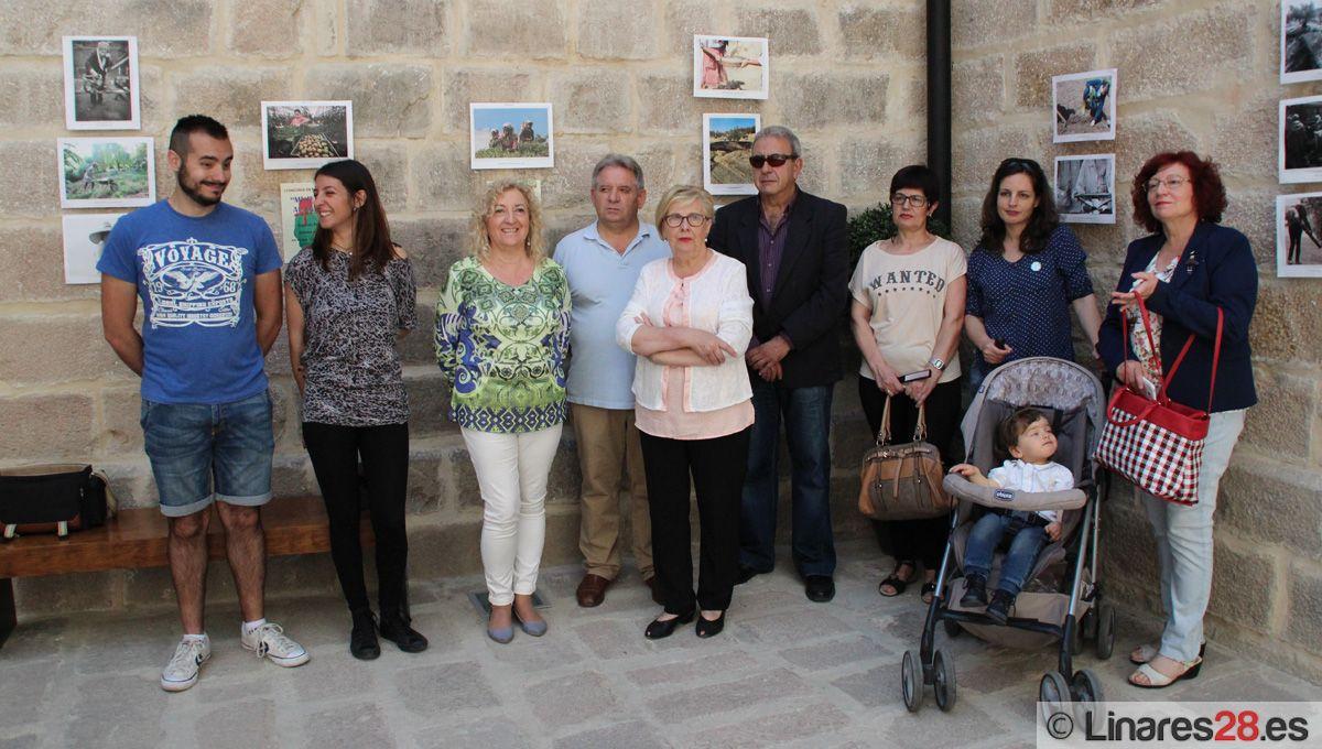 """IU acerca a Linares la muestra fotográfica """"Mujeres al tajo"""""""