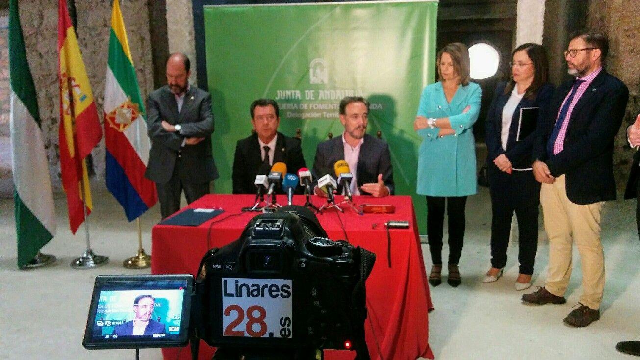 En estos momentos firma del convenio para las obras del Palacio Municipal