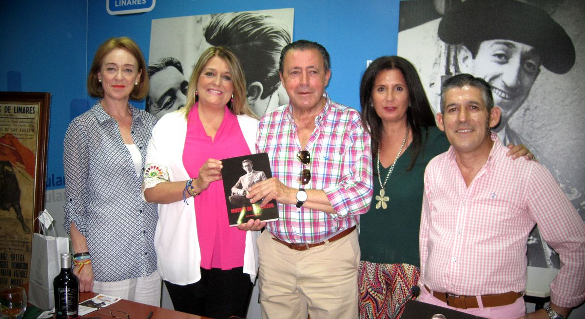 La conferencia 'Manolete en el recuerdo' de Juan Pradas llena de nuevo la sede popular de aficionados a la tauromaquia