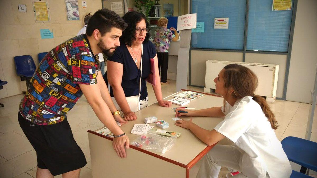 El Hospital de Linares instala una mesa informativa para promocionar y difundir la donación de órganos y tejidos