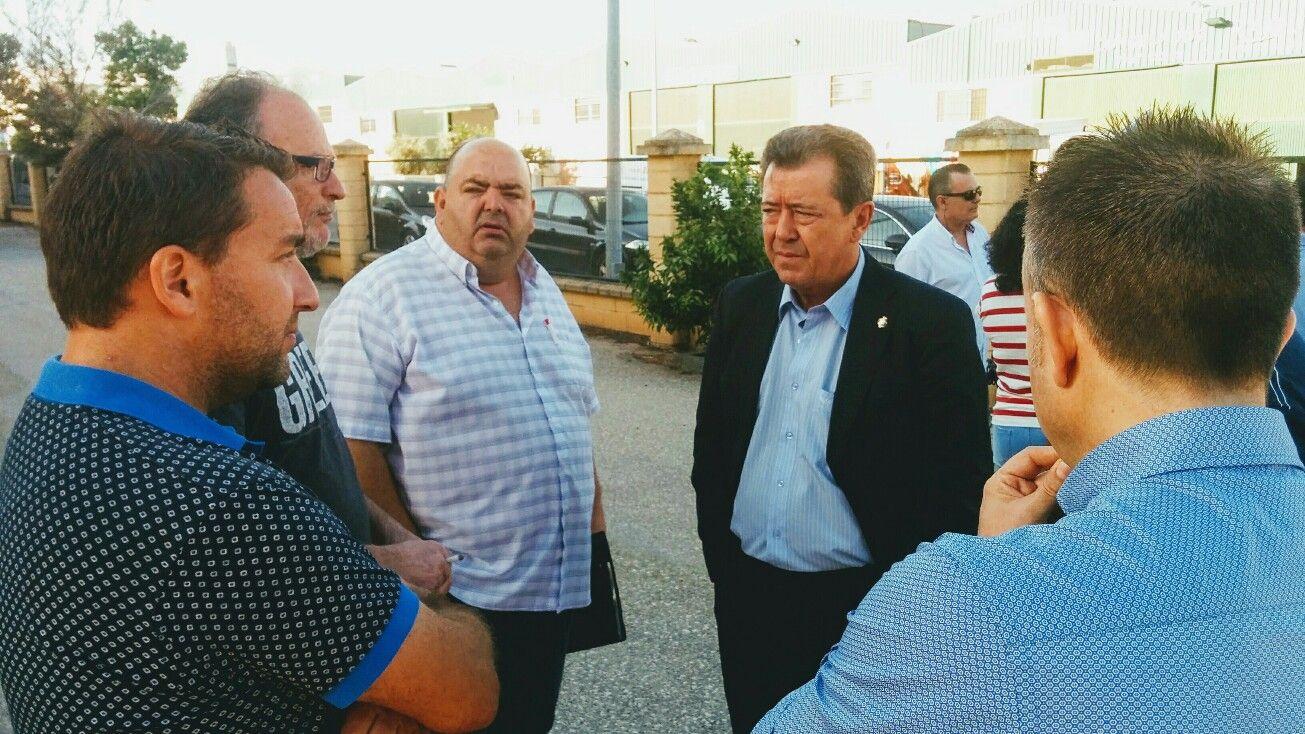 En estos momentos el Alcalde se reúne con trabajadores de Aeropoxy