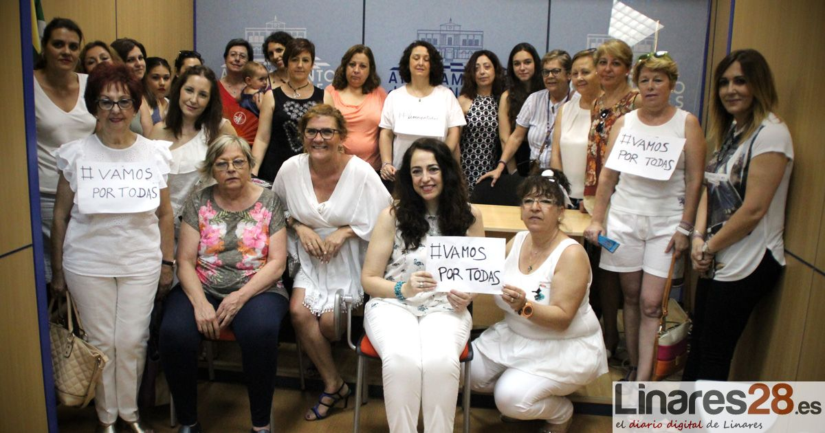Las asociaciones de mujeres linarenses se encierran en contra de los recortes en materia de Igualdad