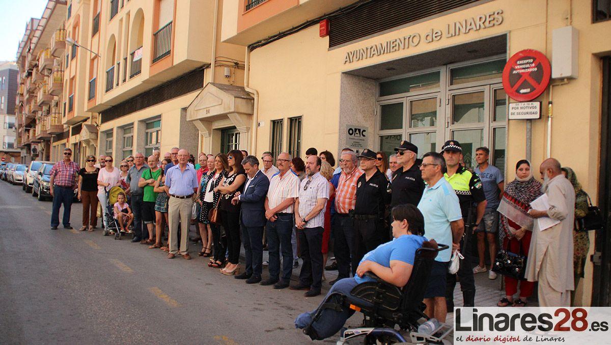 Linares muestra su rechazo a los atentados terroristas de Cataluña