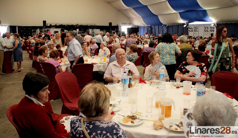 Los mayores de Linares disfrutan de su día en la Feria de Linares
