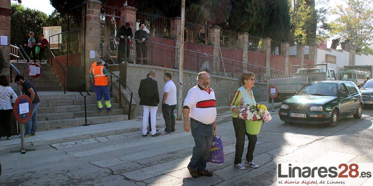 Servicio de bus especial para los cementerios de Linares
