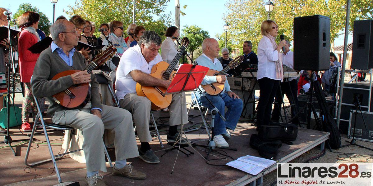 Cerca de 400 mayores de Linares disfrutan de un encuentro en Cantarranas